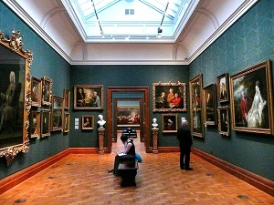 800px-2008_inside_the_National_Portrait_Gallery,_London(300)